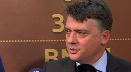 Шилегов избегнува да ја спомне Македонија, граѓаните реагираат: Се плашиш бруко!