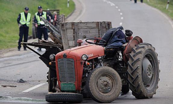 Повредено е едно лице при сообраќајка помеѓу трактор и автомобил