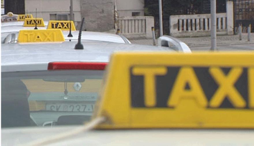 Жолти табли и еколошки налепници само за лиценцираните таксисти