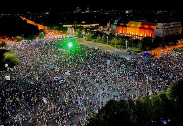 Романците не се откажуваат – трет ден протести против корумпираната влада