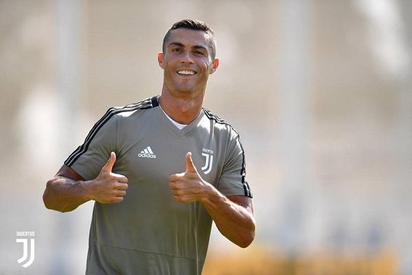 Роналдо се пошегува и изненади италијански новинар среде снимање (ВИДЕО)