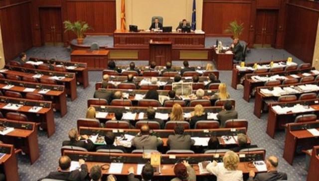 Празнини во правилата за подароците и бенефициите на пратениците