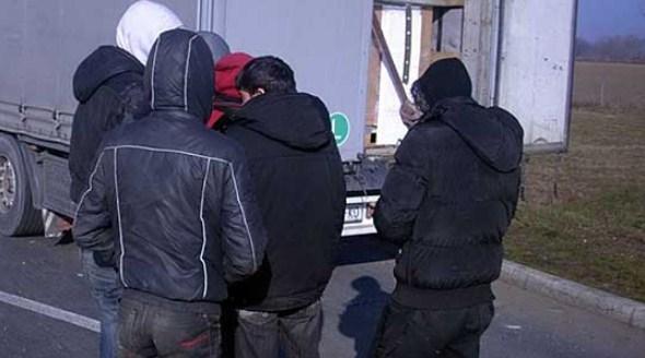 Mигранти пронајдени во товарен воз на Табановце