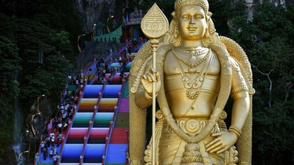 Храм во Малезија е декориран во сите бои, а немал дозола за тоа