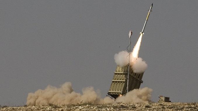 Сирени за тревога се огласија ноќеска во Тел Авив по ракетниот напад