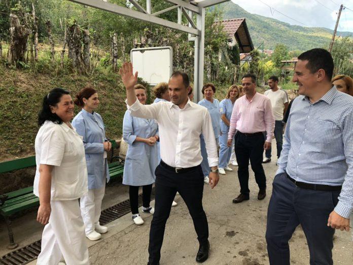 Министерот Филипче во обиколка на болниците, ги советува здравствените работници како да гласаат на референдумот