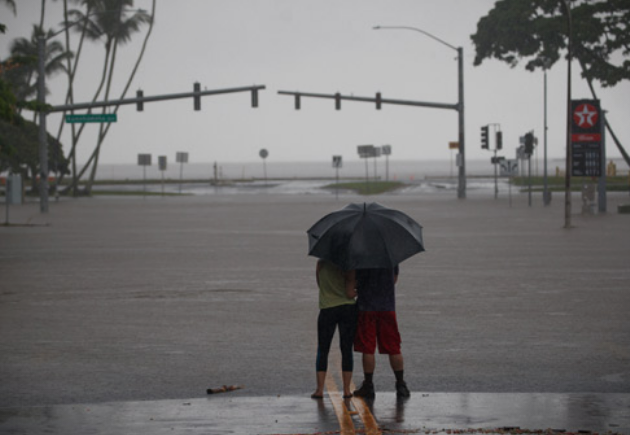 Тропската бура Оливија денеска ги погоди Хаваите