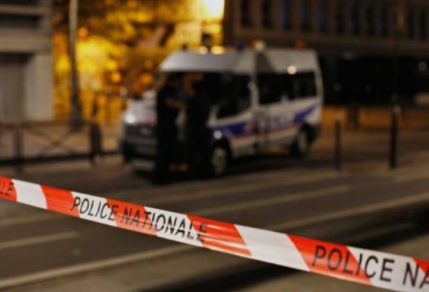 Детали за нападот во Париз – со нож ги прободел минувачите и ги тепал со метална шипка