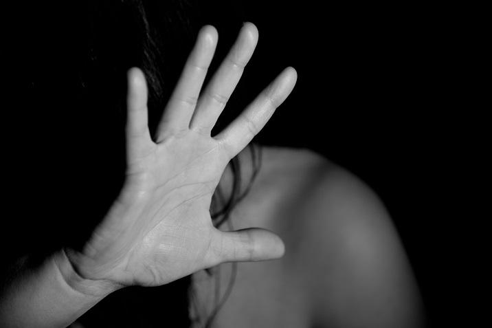 Хорор во Србија: Свекор пукал во бремената снаа