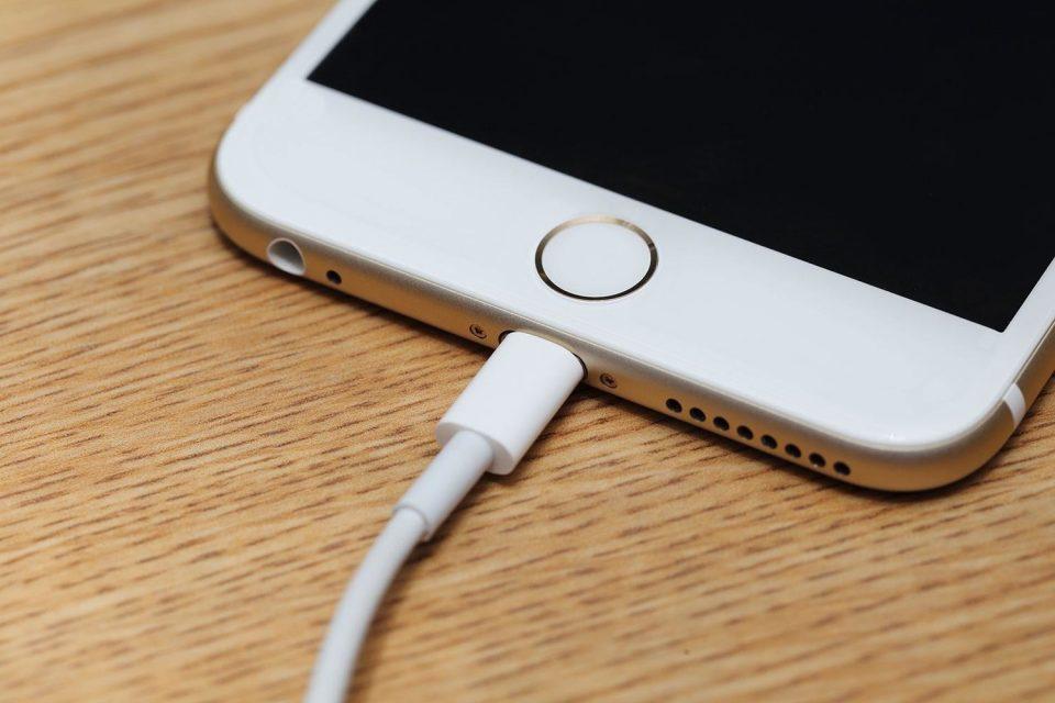 ЕК бара да се унифицираат полначите за паметните телефони