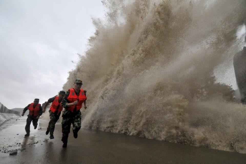 Тајфунот Мангхут ги погоди Филипини, евакуирани 800.000 луѓе