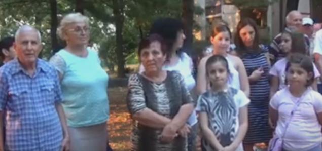 Граѓаните протестираат против сечата на дрвја заради изградба на паркинг во Железара (ВИДЕО)