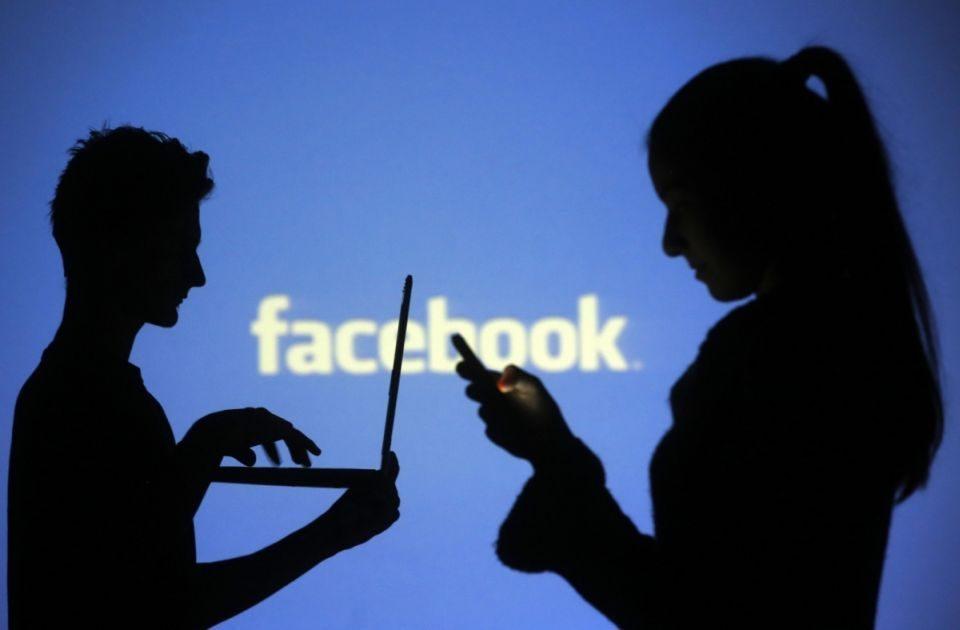 Фејсбук се извинува: Корисниците бесни поради падот на социјалната мрежа