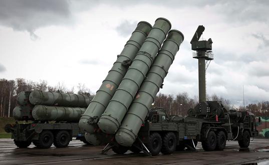 Русија и Индија потпишаа договор за испорака на противвоздушен ракетен систем С-400