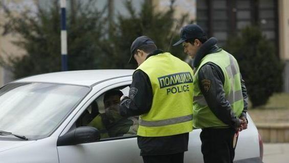 Стружанец пцуел полицаец и завршил во полициска станица