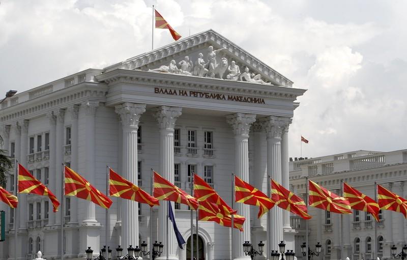 Владата усвои Предлог-закон со кој треба да се направи разлика помеѓу политички именувани лица и администрација