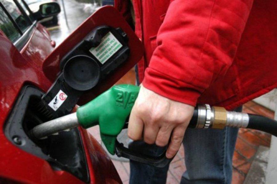 Дизелот поскапува за половина денар, а бензините пак поевтинуваат