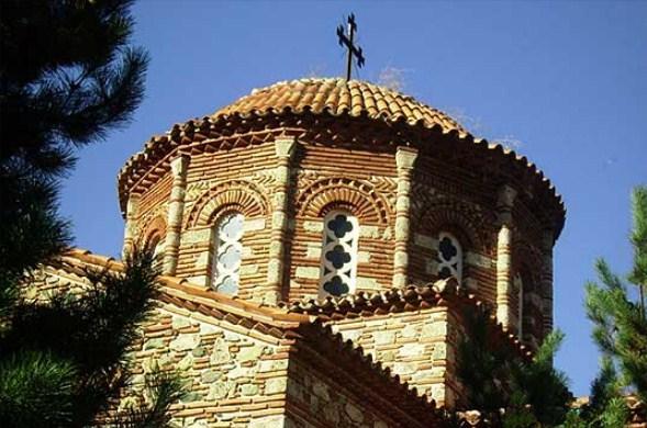 """Оштетена црквата """"Св. Атанасиј"""" на тетовското Кале"""