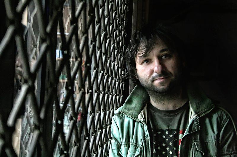 Полиција врши претрес во домот на режисерот Јани Бојаџи