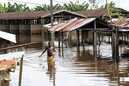 Во Нигерија загинаа 200 луѓе во поплавите