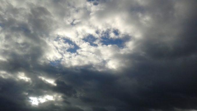 Облачно време со повремени врнежи од дожд