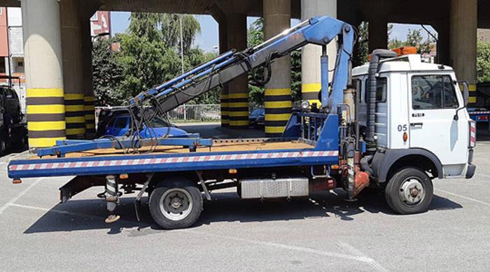 Жителите зачудени: Автомобили се креваат во Аеродром (ФОТО)