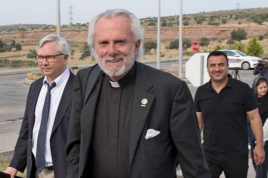 За 48 часа се очекува да се врати во САД свештеникот Брансон