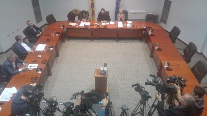 Собраниската комисија препорача да му се одземе пратеничкиот имунитет на Груевски