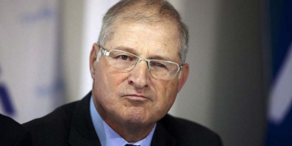 Адвокатот на израелскиот премиер осомничен за земање мито и перење пари