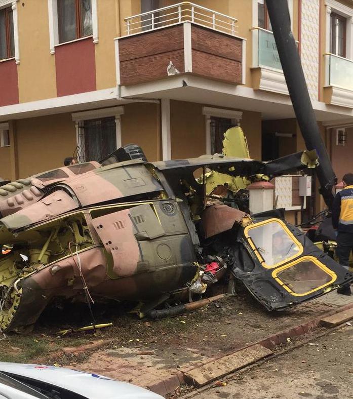 Се урна турски воен хеликоптер во Истанбул, загинаа четворица војници