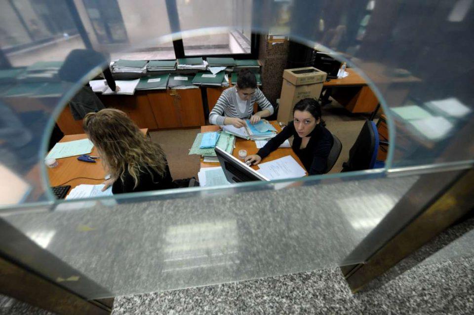 Вработените по Рамковен договор ќе бидат распределени, деновиве ќе ги добијат новите решенија