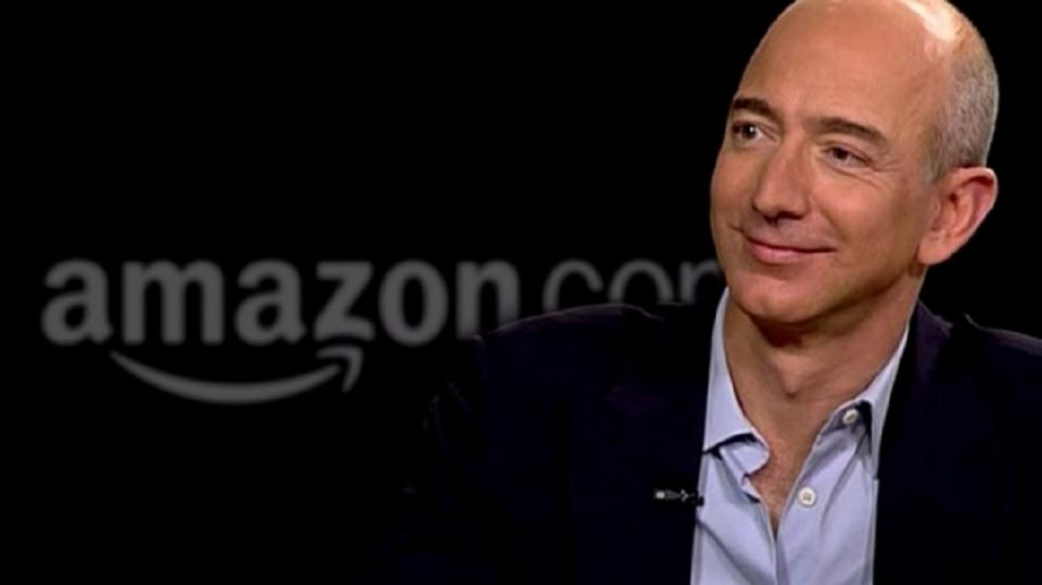 Безос продаде акции на Амазон во вредност од 3,1 милијарда долари