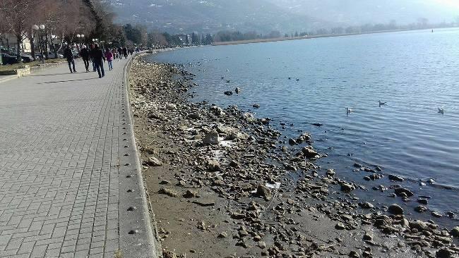 Намалено нивото на Охридското Езеро, најкритично кај Студенчишкиот Канал