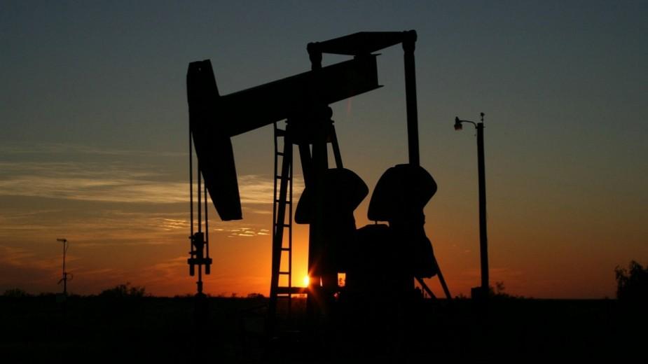 Поскапува нафтата