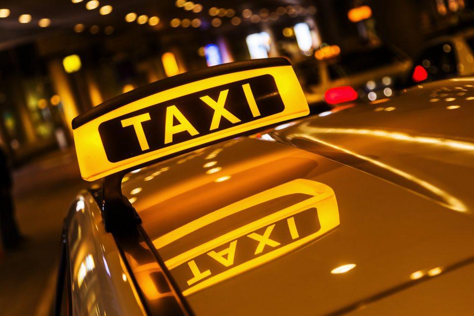 Избегале од такси бидејќи немале да платат, едниот се вратил и го нападнал таксистот