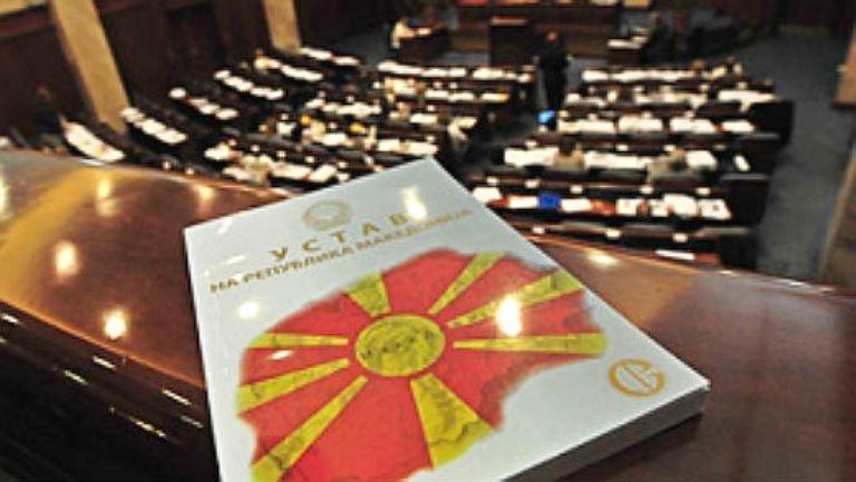 Пратениците ќе одлучуваат по иницијативата на Тодор Петров за нов референдум за името
