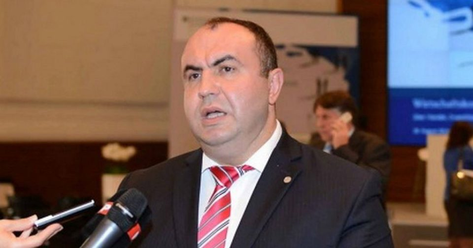 Поранешните функционери од ВМРО-ДПМНЕ јавно се понижуваат со цел да ја одработат својата слобода