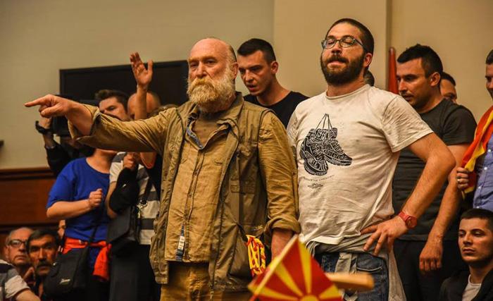(ВИДЕО) Дурловски и Јаневска со песна за Македонија во предвечерието на 8 Септември