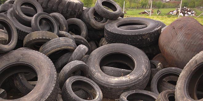 Запленети еден тон стари гуми наменети за горење