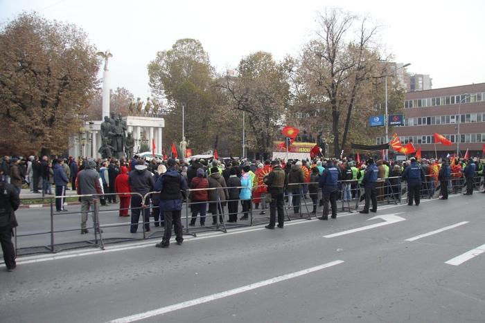 Пред Собрание протест против уставните измени