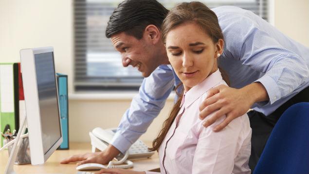 Многу жени се сексуално вознемирувани на работните места, но не пријавуваат