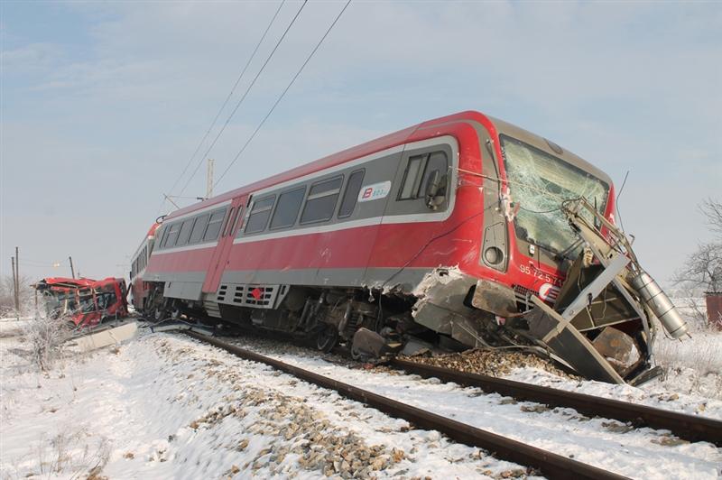 Нова железничка несреќа во Србија: Воз се заби во автомобил кај Врњачка бања