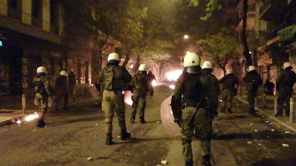 Жестоки судири меѓу полицијата и анархистите во Атина