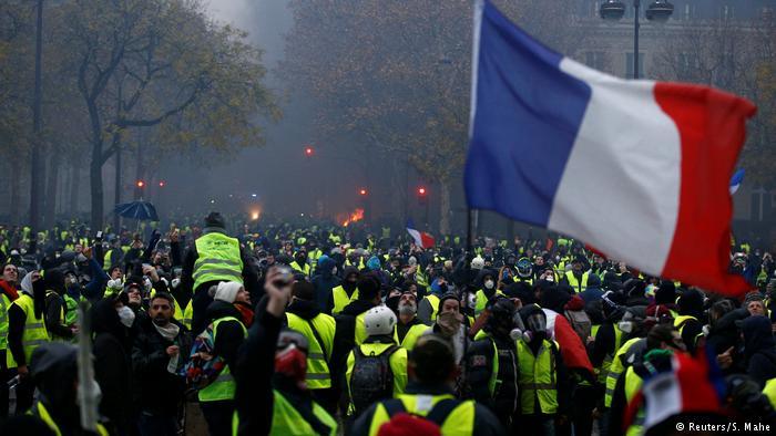 (ВИДЕО) Жолтите елеци повторно на улица – заедно со новинарите на протест против новиот закон за безбедност