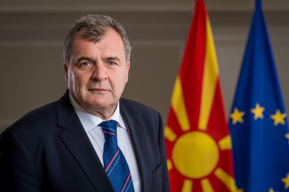 Екс-министерот Шапуриќ стана директор