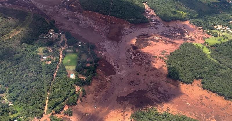 (ВИДЕО) Страшни снимки од уривањето на браната во Бразил: Луѓето немале шанси за спас