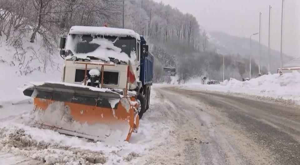 Снегот не ги изненади службите на Град Скопје