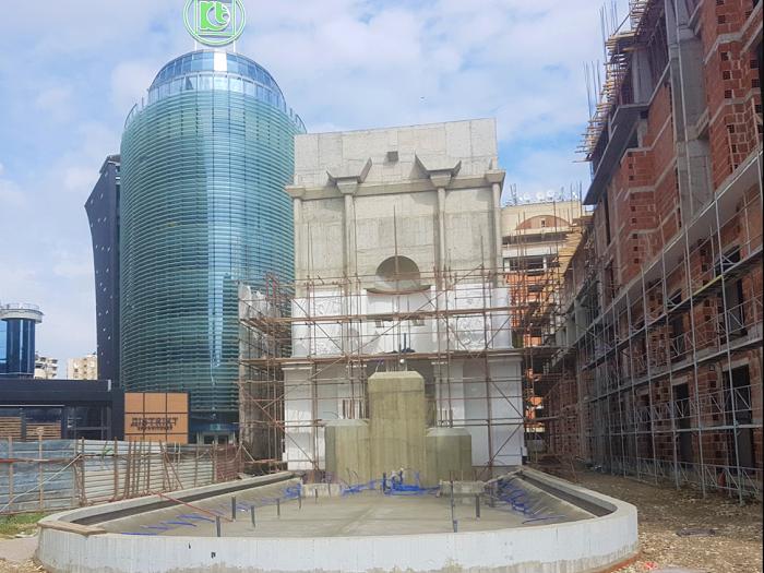 """Владата со јавен оглас ќе бара идеи во што да се пренамени споменикот на """"Мајка Тереза"""""""