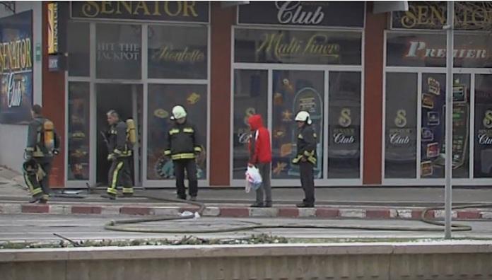 (ФОТО) Пожар во казино во центарот на Скопје