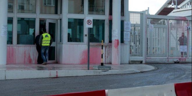 Поради Преспанскиот договор: Црвена боја фрлена врз амбасадата на САД